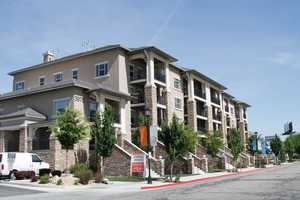 Exterior of Meadowbrook Station Apartments