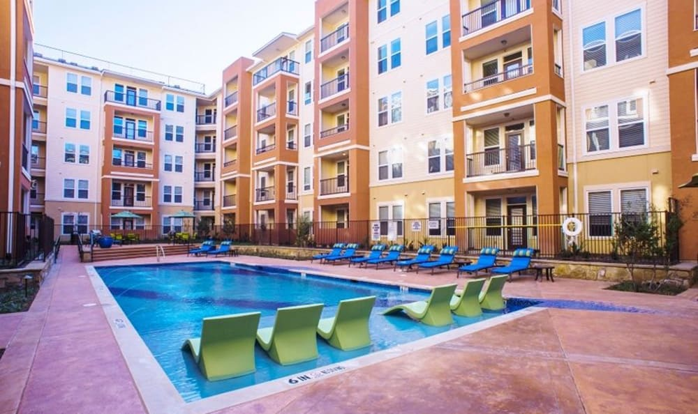 View of the 4000 Hulen Urban Apartment Homes swimming pool and swim deck