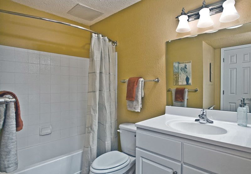 Greenspoint at Paradise Valley offers a Principal bathroom in Phoenix, Arizona