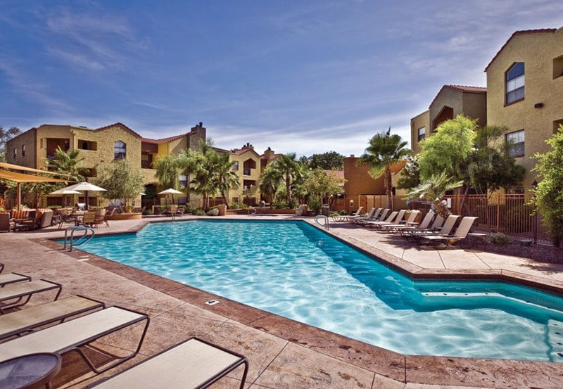 Greenspoint at Paradise Valley offers a beautiful swimming pool in Phoenix, Arizona