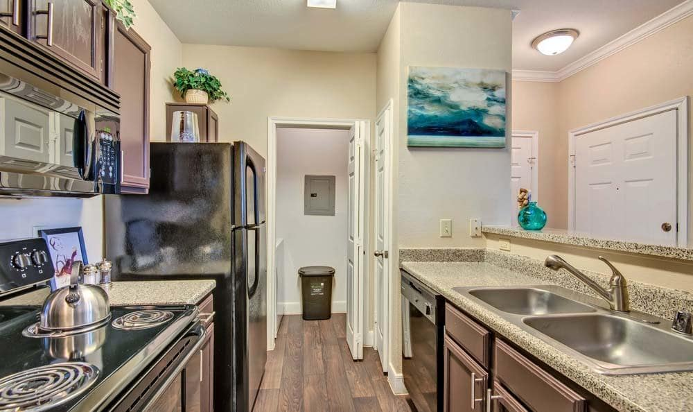 Beautiful kitchen at Signature Point Apartments in League City, Texas