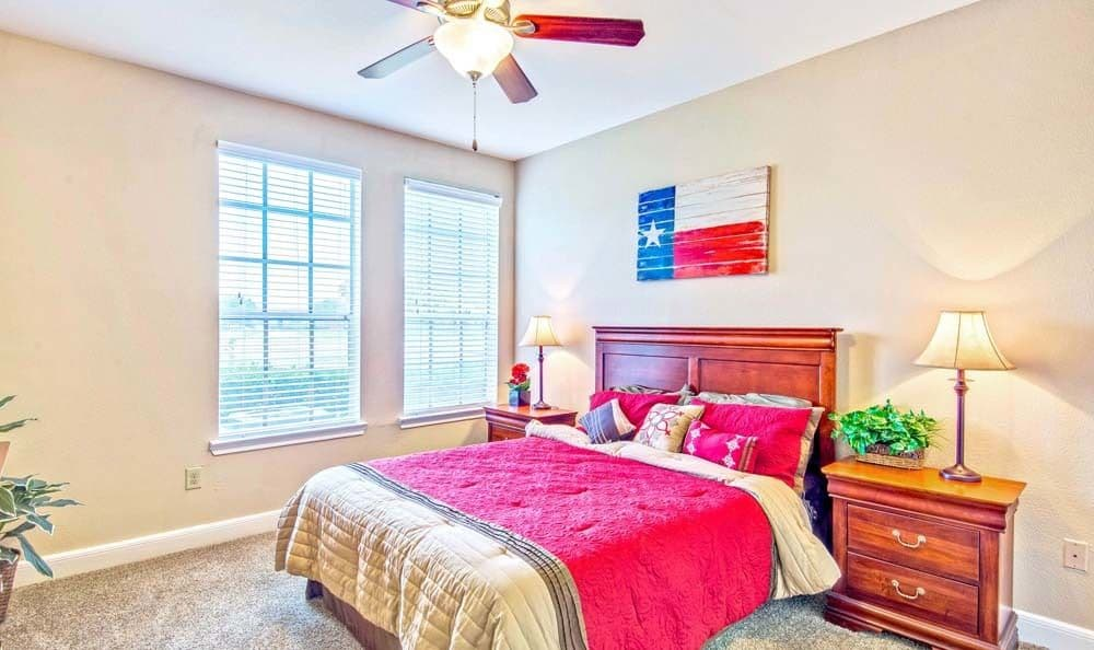 Signature Point Apartments offers a spacious bedroom in League City, Texas