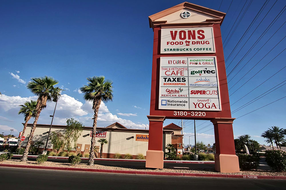 Convenient Von's Shopping Plaza