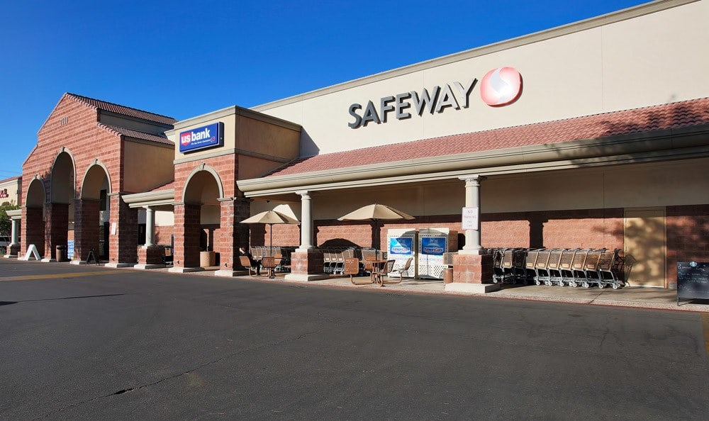 Safeway at commercial center At Arches at Oracle Apartments In Tucson AZ