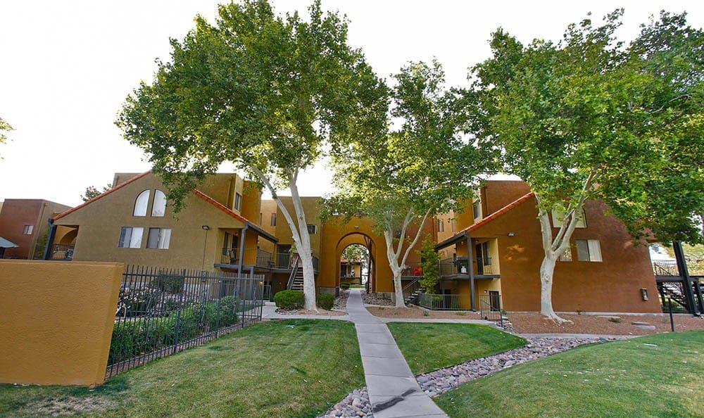 Exterior of Arches at Oracle Apartments in Tucson, AZ