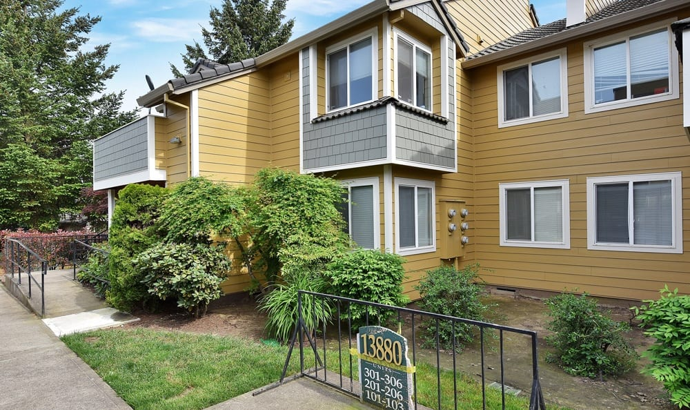 Front View apartments At Maybeck at the Bend In Tigard OR