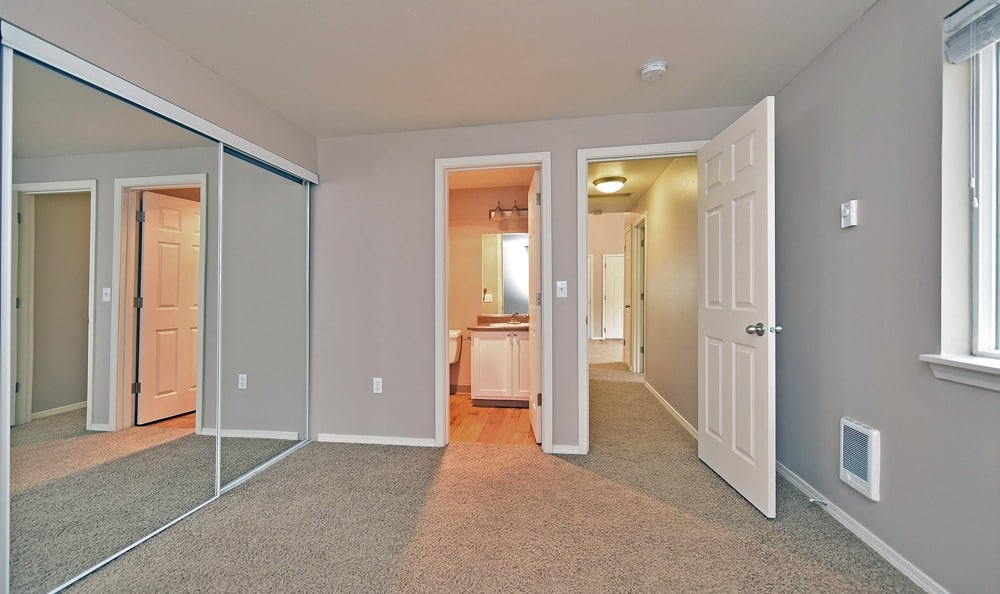 Spacious living room at Maybeck at the Bend in Tigard, Oregon