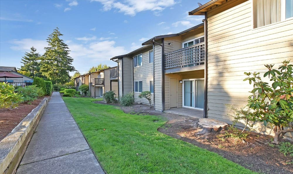 Apartment exterior at Copperstone Apartment Homes in Everett, WA