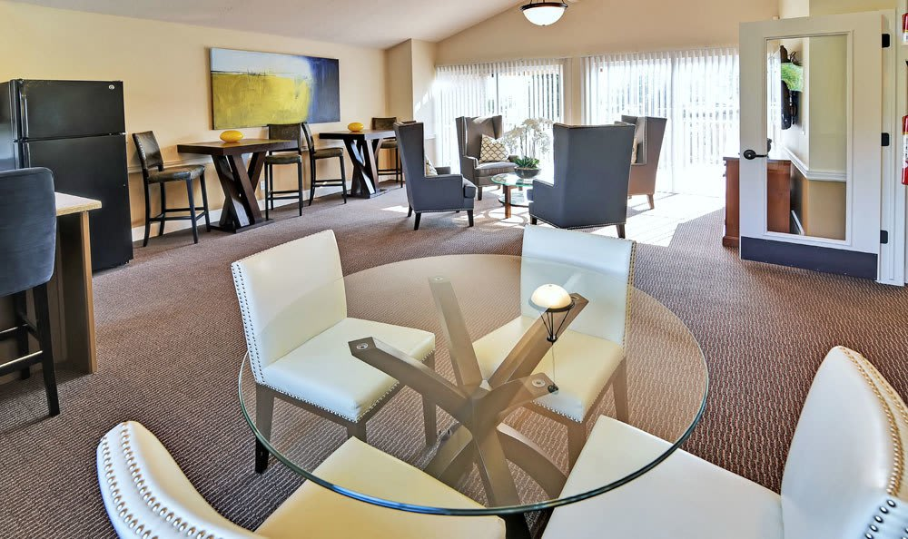 Living Room Clubhouse At Fox Creek Apartments In Layton UT