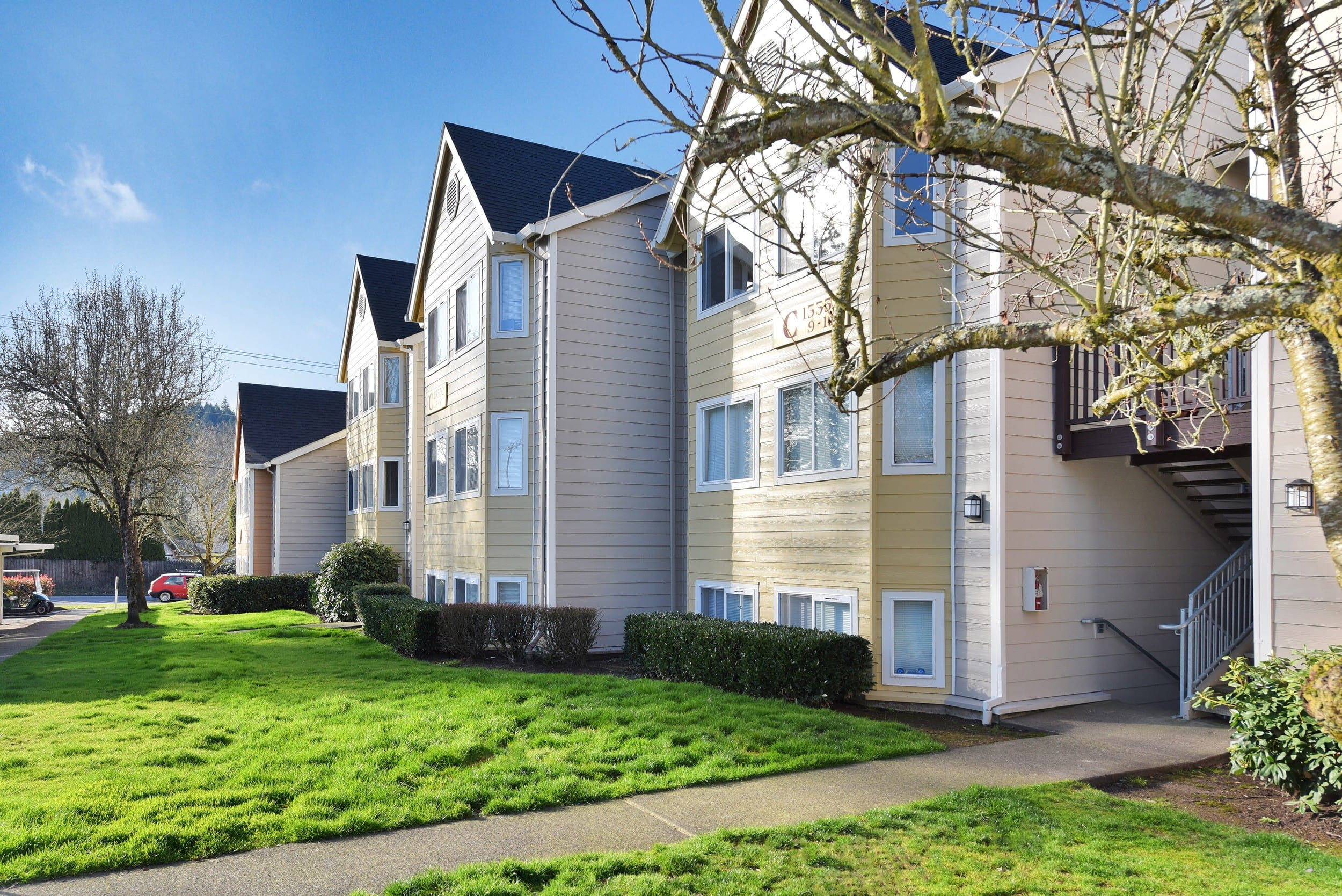 Sidewalk and exterior view At Preserve at Sunnyside Apartments In Clackamas OR