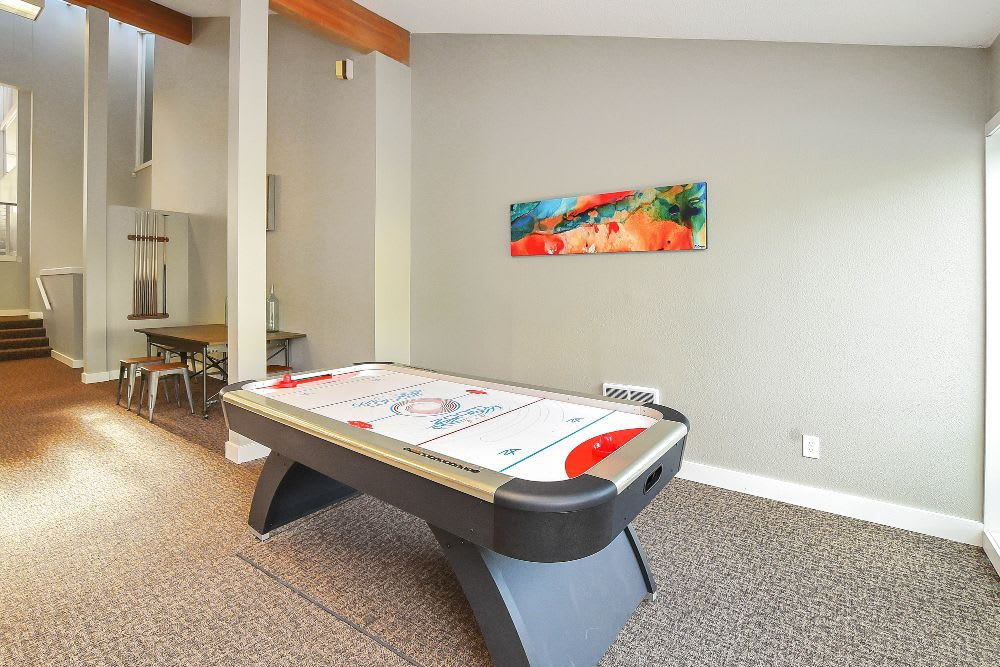 Game room at Lakeside Landing Apartments