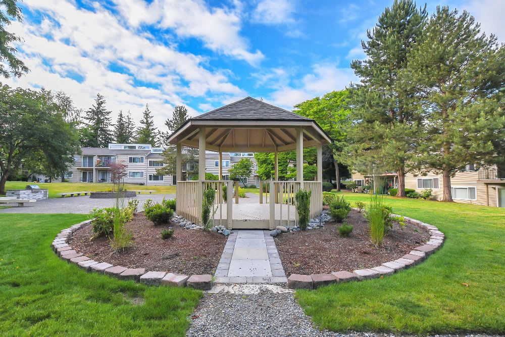 Gazebo at Lakeside Landing Apartments