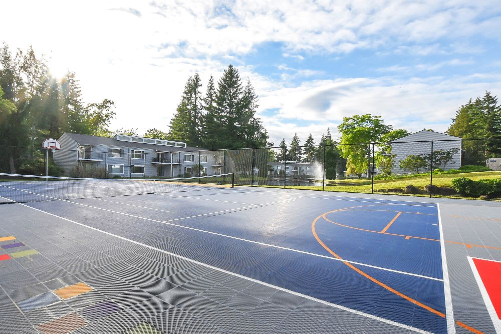 Tennis and basketball court at Lakeside Landing Apartments