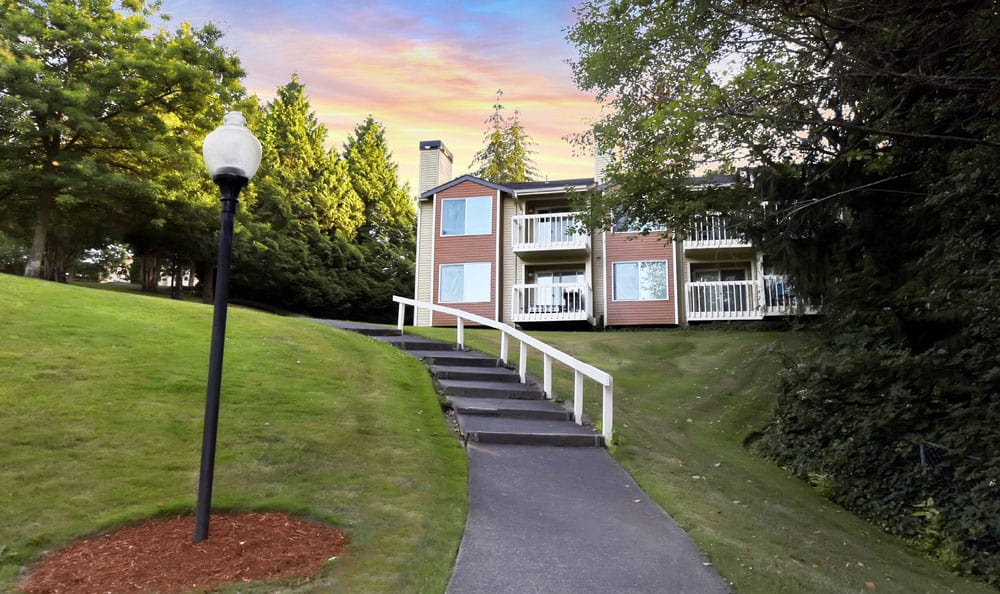 Walking paths at Maple Glen Apartments in Mountlake Terrace, Washington