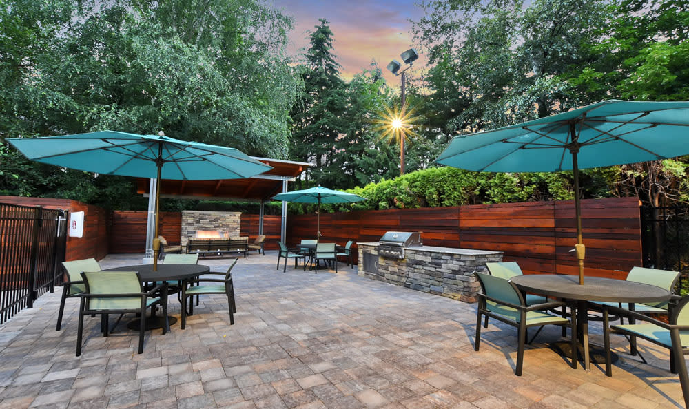 Bbq area at Maple Glen Apartments in Mountlake Terrace, Washington