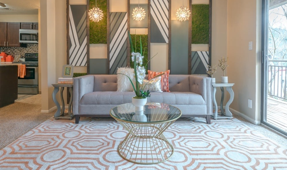Falls on Bull Creek Apartments offers a luxury living room in Austin, Texas