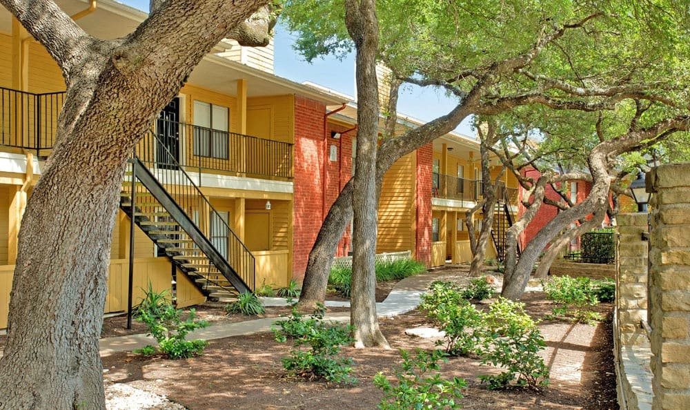 Austin, Texas apartments with a private patio and sidewalks
