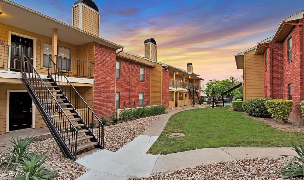 Sidewalks At Chesapeake Apartments In Austin TX