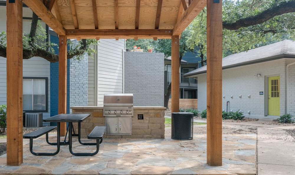 Grill area At Northstar Apartments In Austin TX