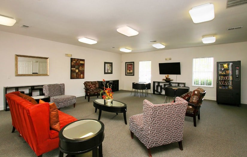 Common Room At Centennial East Apartments In Englewood CO
