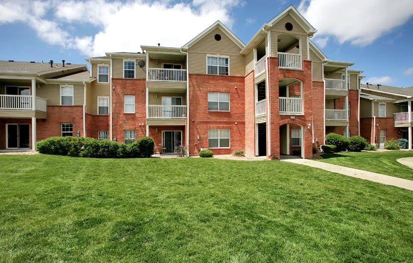 Exterior View At Centennial East Apartments In Englewood CO