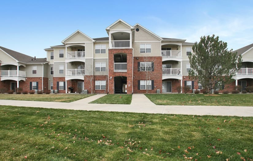 Exterior view of the apartments at Sterling Park Apartments