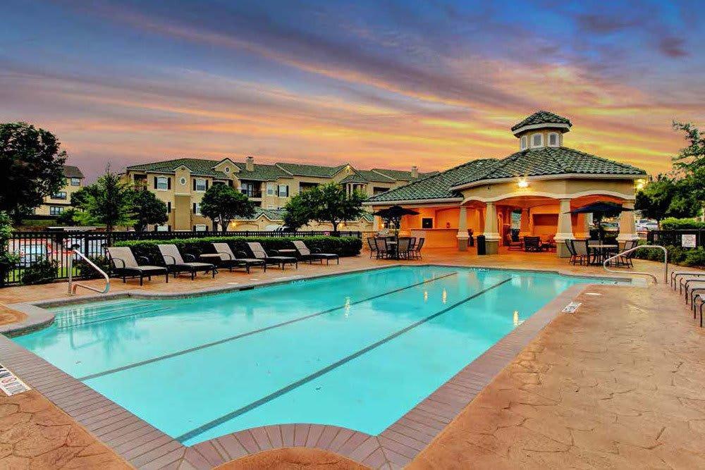 The sparkling blue pool at The Gates at Buffalo Ridge Apartments