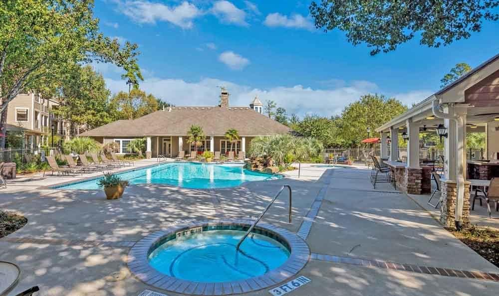 Swimming pool at Ravinia Apartments in Spring, Texas