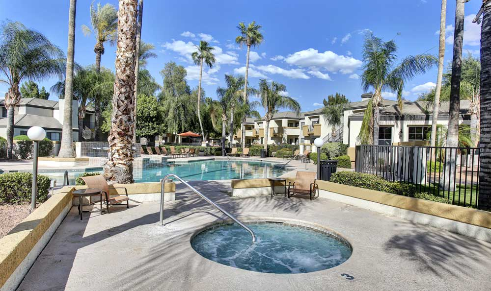 Pool and hot tub at CentrePoint Apartments In Tucson AZ