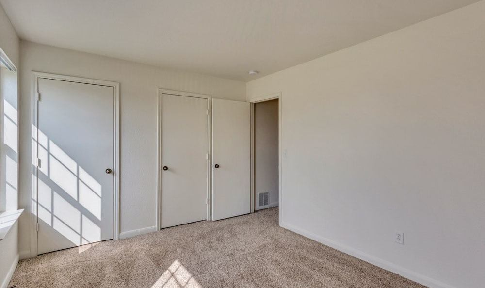Bull Run Townhomes offers a spacious bedroom in Fort Collins, Colorado