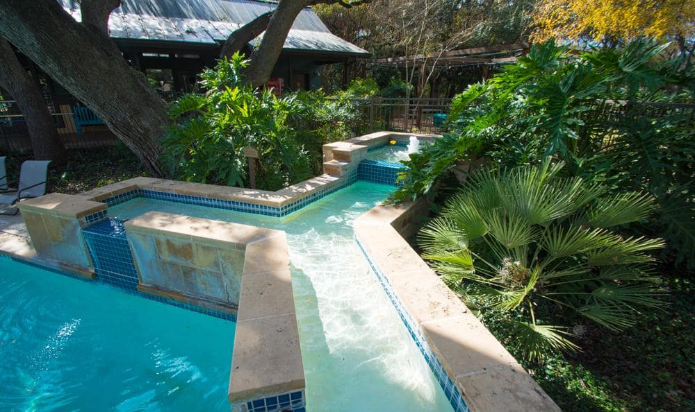 Swimming pool at The Niche Apartments in San Antonio, Texas