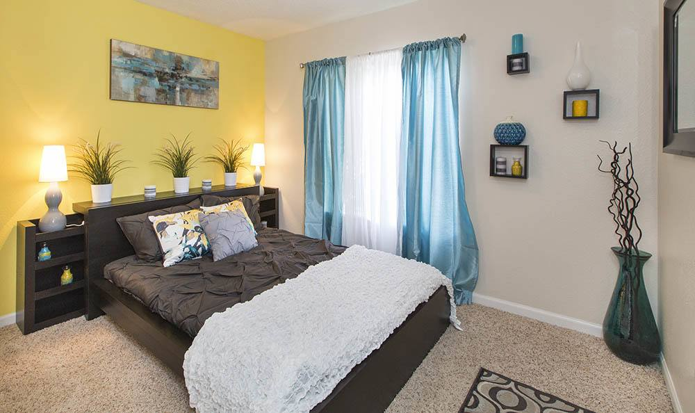 Broadmoor Ridge Apartment Homes offers a beautiful bedroom in Colorado Springs, Colorado