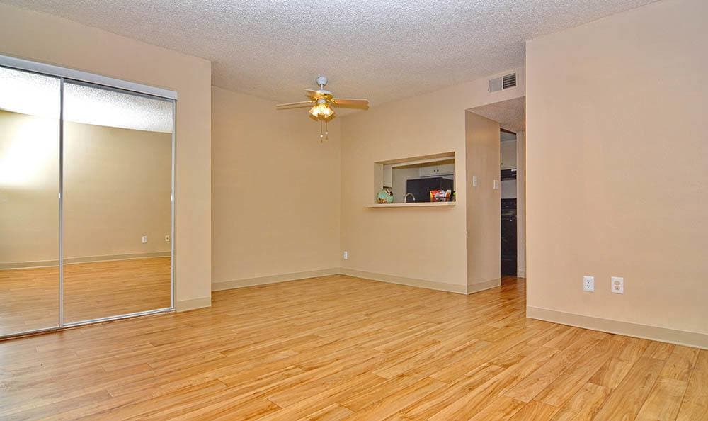 Albuquerque apartments with hardwood flooring and ceiling fans