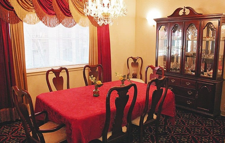 Dining room at Sweetbriar Villa, senior living in Springfield, OR