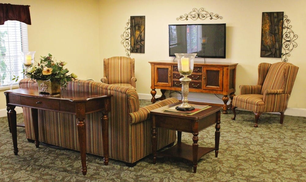 Living Area at Emerald Gardens, senior living in Woodburn, OR