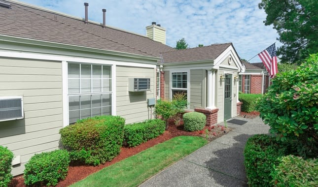 Senior living at Farmington Square Beaverton, senior living in Beaverton, OR