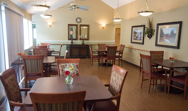 Dining room at Farmington Square Beaverton, senior living in Beaverton, OR