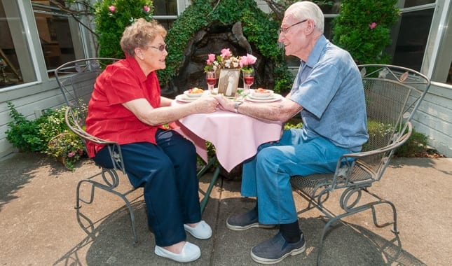 Eat breakfast outside with friends at Farmington Square Medford, senior living in Medford, OR