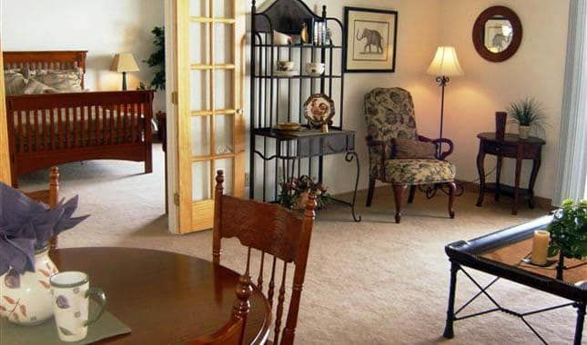 Living room at Barnett Woods, senior living in Medford, OR