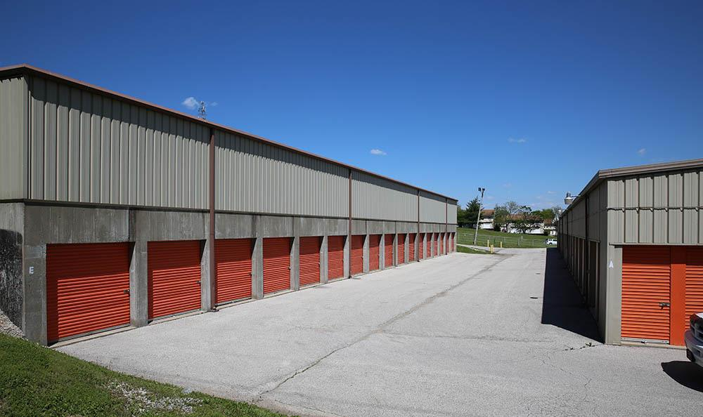 Rows of accessible self storage units in Fenton, MO