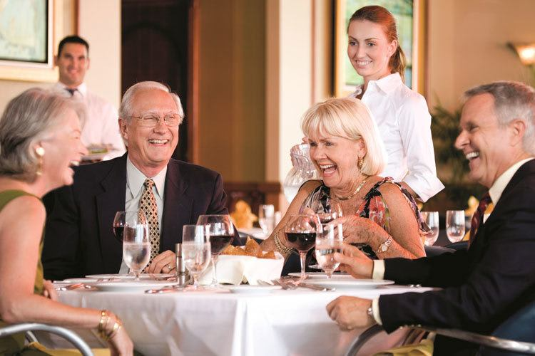 Senior living residents in Florida enjoy fine dining