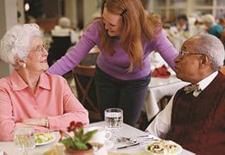 Dining services for Suwanee senior living residents.