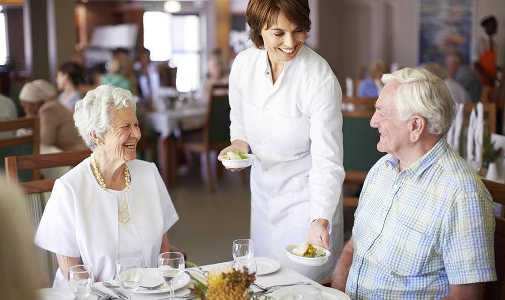 Senior living residents in Fort Myers enjoy dining services