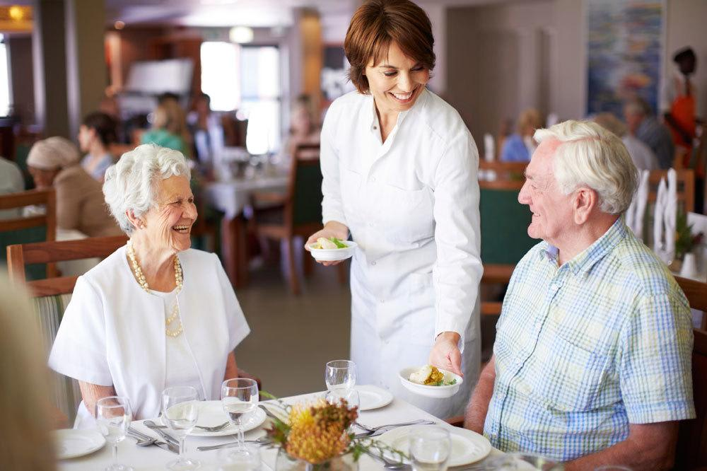 Dining options for assisted senior living in Palm Beach Gardens