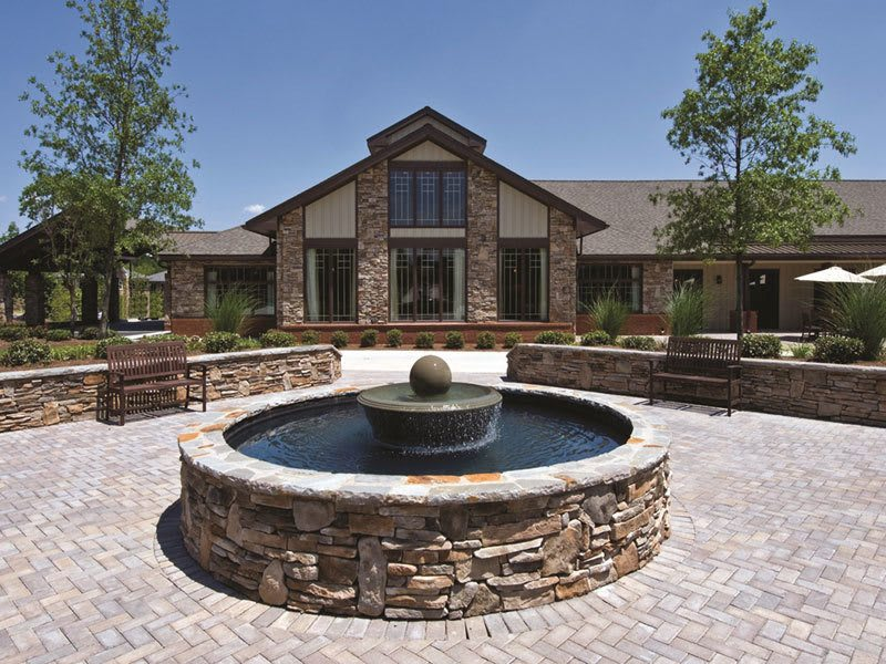 The courtyard at our Suwanee senior living features a fountain