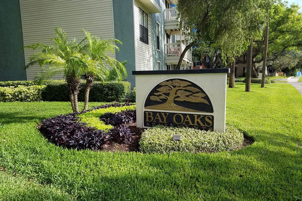 Front sign at Bay Oaks in Tampa