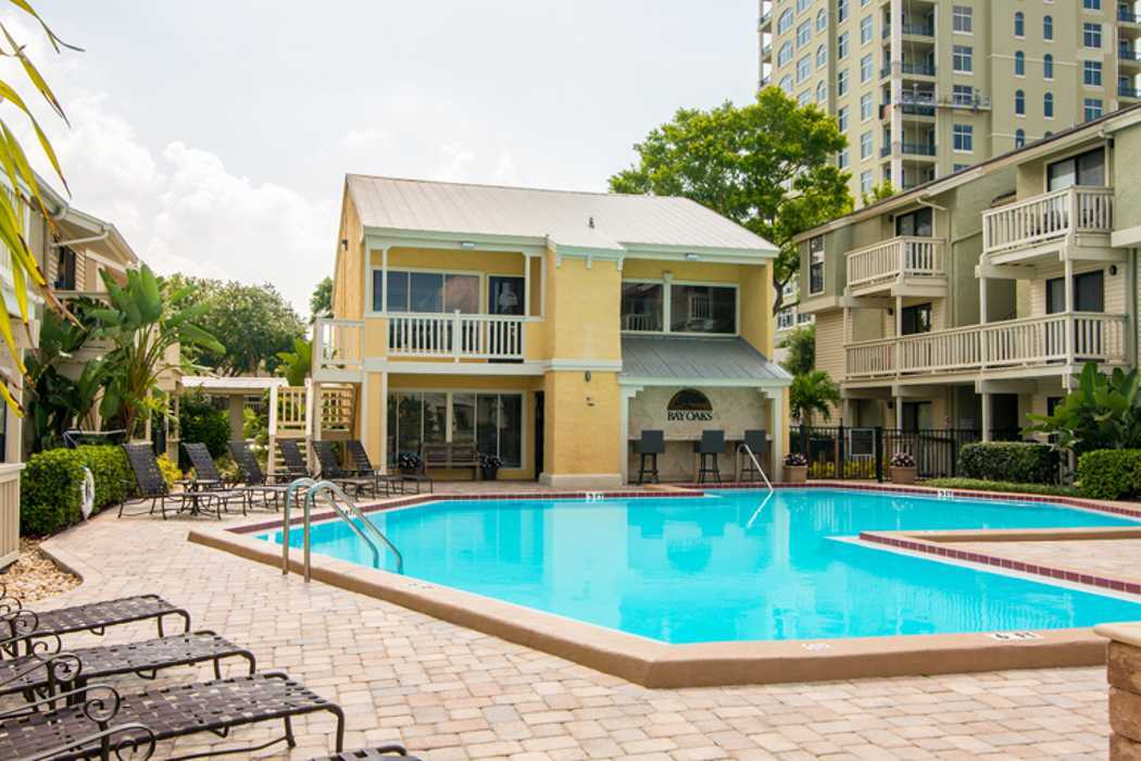 Resort style swimming pool at Bay Oaks in Tampa