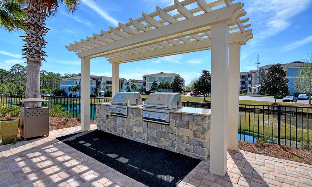 Patio And Grill At The Retreat at PCB