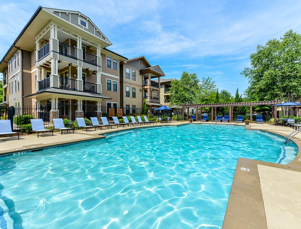Amenities at the reserve at johns creek walk apartments with walk in closets for Aston swimming pool opening times