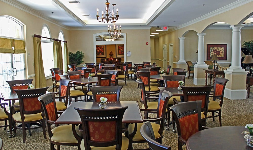 Group dining at Benton House of Douglasville in Douglasville, GA